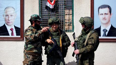 Werden sie bald auch zum Angriffsziel für die USA? Russische Soldaten in Syrien - hier an einem Checkpoint bei Damaskus.