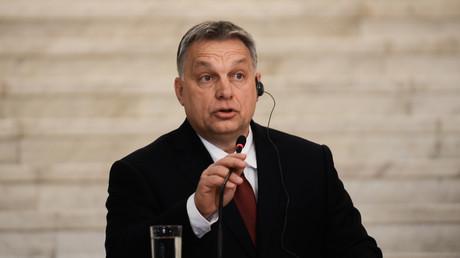 Ungarns Ministerpräsident Viktor Orbán kritisierte bereits mehrmals die Migrationspolitik der EU, wie hier bei einem Besuch in Bulgarien am 19. Februar 2018. Seine Weigerung, aus Ungarn ein Einwanderungsland zu machen, sieht er als Grund für ein mögliches EU-Verfahren gegen sein Land.