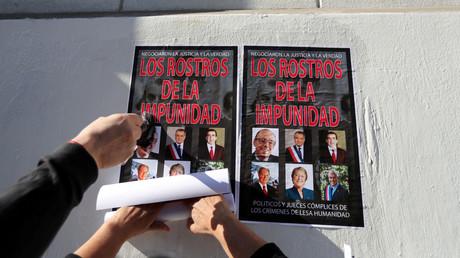 Die Erinnerung an den Militärputsch im Jahr 1973 ist in Chile immer noch lebendig, wie diese jüngst in Santiago verklebten Plakate zeigen.