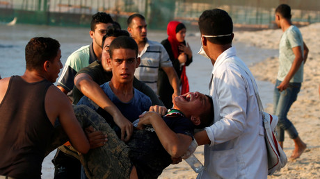 Ein verwundeter Palästinenser wird von einer Protestveranstaltung zur Aufhebung der israelischen Blockade des Gazastreifens evakuiert, 10. September 2018.