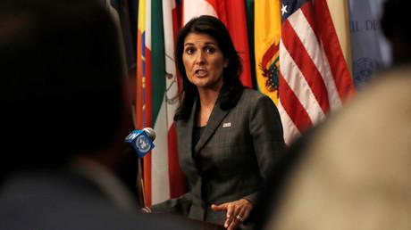 Die US-Botschafterin bei den Vereinten Nationen, Nikki Haley, spricht zu Journalisten in New York.