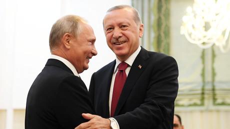 Türkischer Außenminister kündigt Treffen von Putin und Erdoğan zu Syrien-Gesprächen für Montag an (Archivbild)