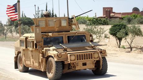 Die USA haben bereits seit Jahren völkerrechtswidrig Soldaten in Syrien stationiert. Am Freitag forderte Washington die Bundesregierung dazu auf, sich an künftigen Militärschlägen gegen das Land zu beteiligen.