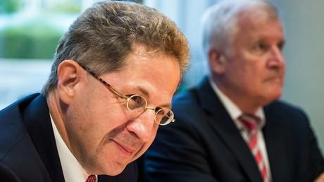 Hans-Georg Maaßen, Präsident des Bundesamtes für Verfassungsschutz (BfV), und Bundesinnenminister Horst Seehofer nehmen nach den jüngsten rechtsextremen Demonstrationen in Chemnitz am 12. September 2018 an einem Parlamentsausschuss für Innen- und Sicherheitsfragen in Berlin teil.