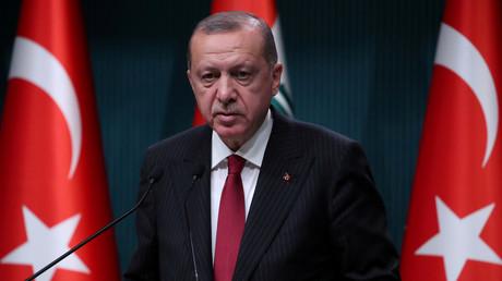 Die öffentlichen Auftrittte des türkischen Präsidenten Recep Tayyip Erdoğan in Deutschland hatten in der Vergangenheit heftige Proteste hervorgerufen. Nun soll er die Zentralmoschee in Köln eröffnen.