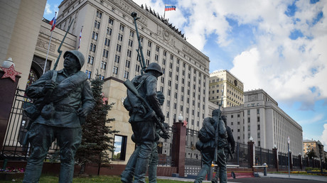 Nach dem Abschuss des russischen Überwachungsflugzeugs kam es zu Spannungen zwischen Präsident Putin und dem Verteidigungsministerium (hier im Bild) in Moskau.
