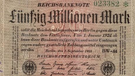 Gab es auch in Deutschland – Hyperinflation. Eine Reichsbanknote über 50 Millionen Reichsmark aus dem Jahr 1923.