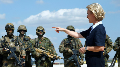 Bundesverteidigungsministerin Ursula von der Leyen bei einem Besuch der Hermann-Koehl-Kaserne in Niederstetten, Deutschland, 20. August 2018.