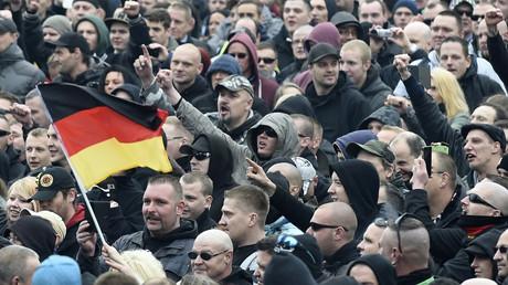 Symbolbild: Demonstration von Rechtsextremen in Hannover, Deutschland, 15. November 2014.