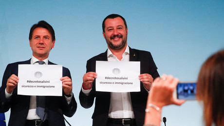 Salvini gemeinsam mit Premierminister Giuseppe Conte bei der Vorstellung des Pakets am Montag in Rom