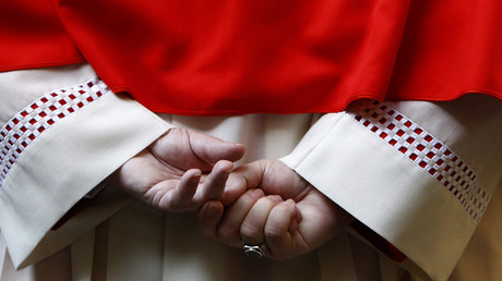 Die Hände von Kardinal Reinhard Marx, Vorsitzender der Deutschen Bischofskonferenz, München, Deutschland, 3. Oktober 2012.