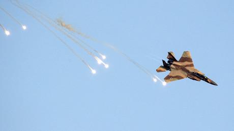 Eine israelische F-15 im Manövereinsatz.