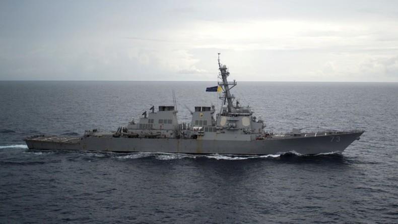Zum Manövrieren gezwungen: Chinesischer Zerstörer verjagt US-Kriegsschiff im Südchinesischen Meer