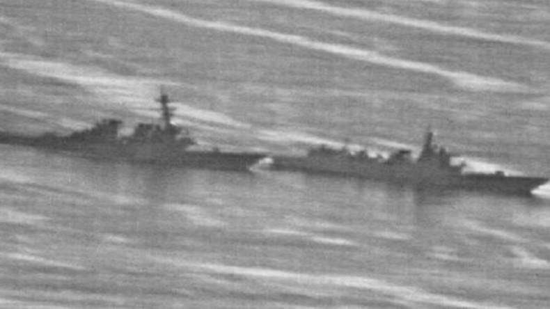 """""""Beinahe-Kollision"""": Geleakte Fotos zeigen chinesisches Schiff, das einen US-Zerstörer verdrängt"""