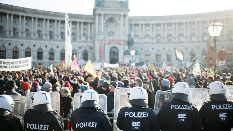 """""""Kickl, du Trump"""": Tausende bei Protesten gegen Regierung in Wien"""