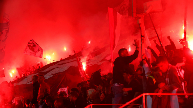 Hitler-Gruß und Steinwurf: 27 Festnahmen am Rande der Europa-League-Partie in Frankfurt