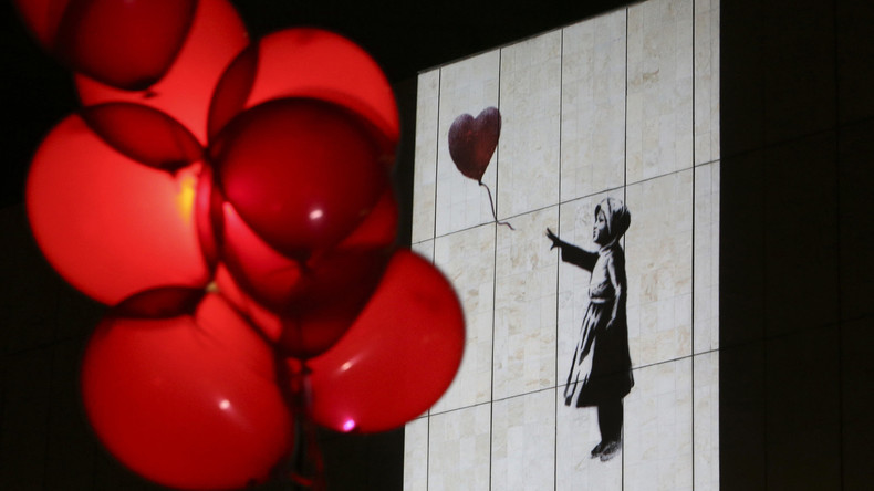 Künstlerische Selbstvernichtung: Banksys Bild schreddert sich direkt nach Versteigerung selbst