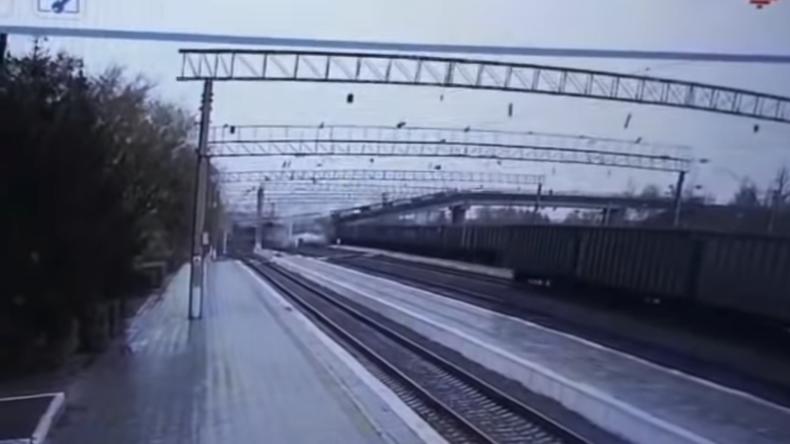 Brücke stürzt über Transsibirischer Eisenbahn ein – Längste Zugstrecke der Welt blockiert