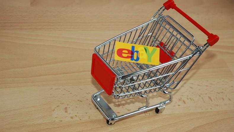 """""""Defekt oder für Ersatzteile"""": Mann bietet seine Freundin zum Verkauf auf eBay"""
