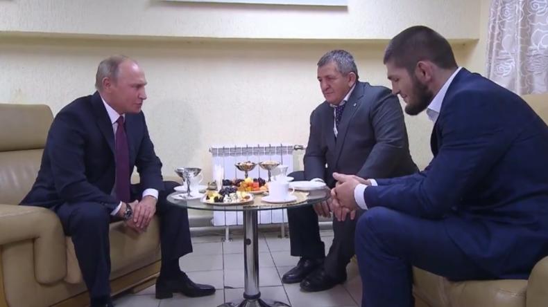 Putin trifft MMA-Kämpfer Khabib, um ihm zum Sieg zu gratulieren