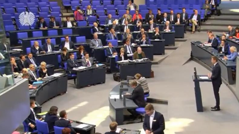 """Echte Entlastung oder Brotkrumen? Bundestag debattiert heftig über """"Familienentlastungsgesetz"""""""