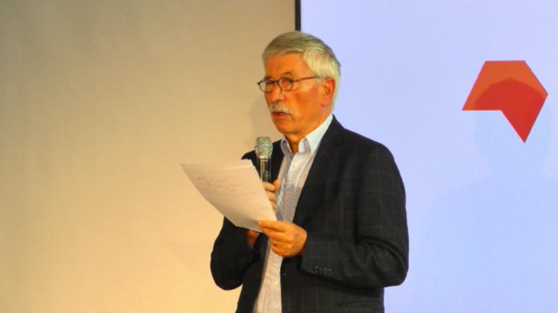 """Sarrazin stellt auf Frankfurter Buchmesse sein Islam-kritisches Buch """"Feindliche Übernahme"""" vor"""