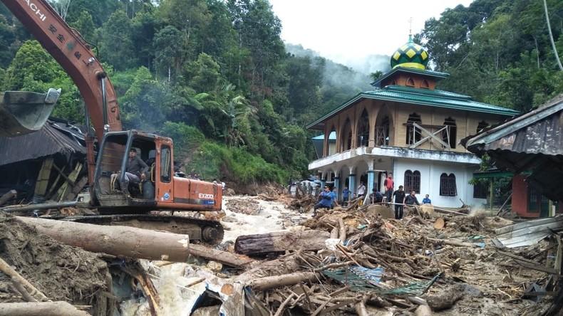 22 Tote bei Erdrutschen auf Sumatra – Neues Beben auf Sulawesi