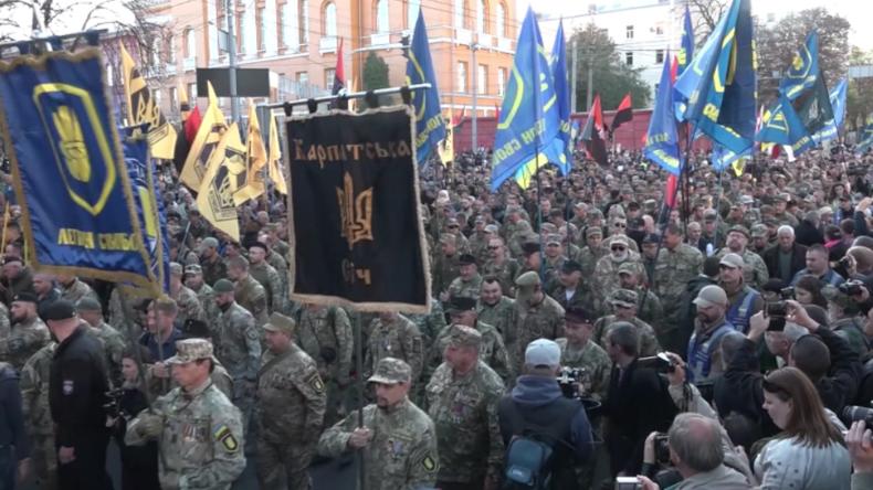 """Tod den Moskauern!"" 15.000 Radikale marschieren zu Ehren des Hitler-Kollaborateurs Bandera in Kiew"