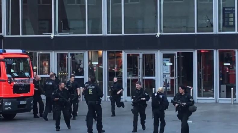 Panik-Moment am Kölner Hauptbahnhof: Polizisten fliehen aus Gebäude bei Geiselnahme