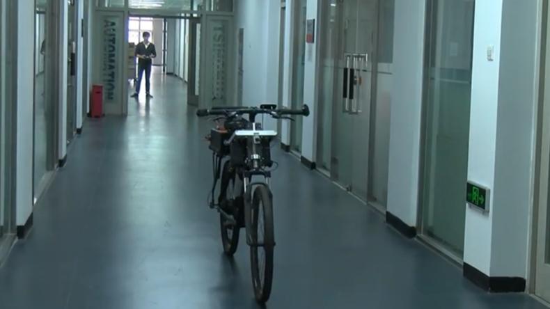 Chinesische Studenten entwickeln selbstbalancierendes selbstfahrendes Fahrrad