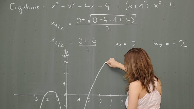 Nacktfotos gegen gute Noten: Strafbefehl für Lehrer