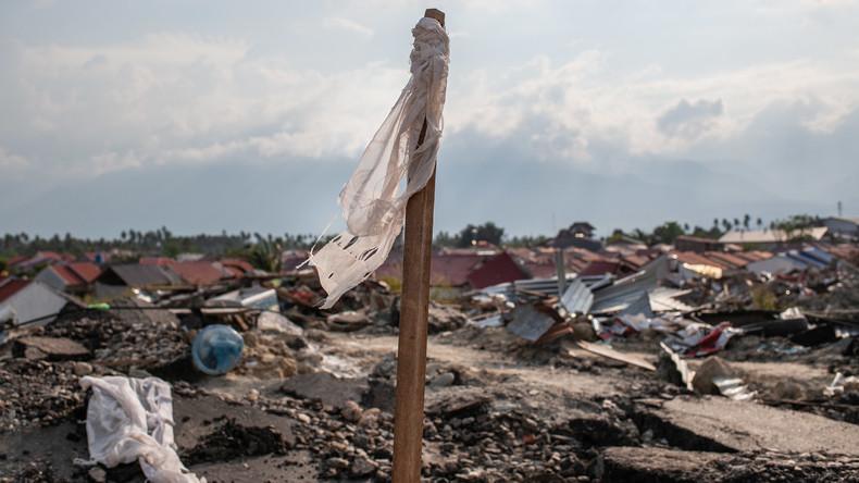 Desinfektionsmittel über Erdbebengebiet in Indonesien ausgebracht