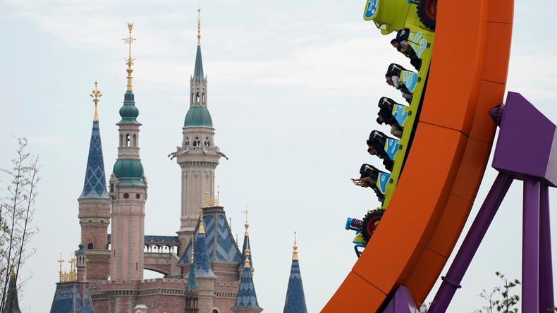 Unvergessliche Rosenhochzeitsfeier: US-Paar besucht sechs Disneyland-Parks innerhalb von 20 Stunden