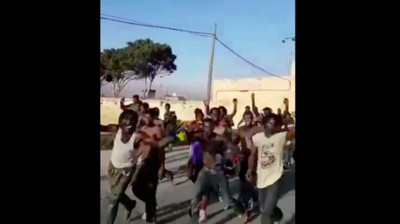 EU-Außengrenze: 200 Nordafrikaner überklettern Grenzzaun in spanischer Exklave Melilla