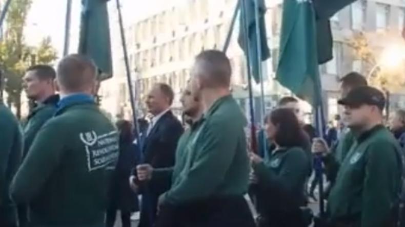 Deutsche Rechtsradikale marschieren in Kiew