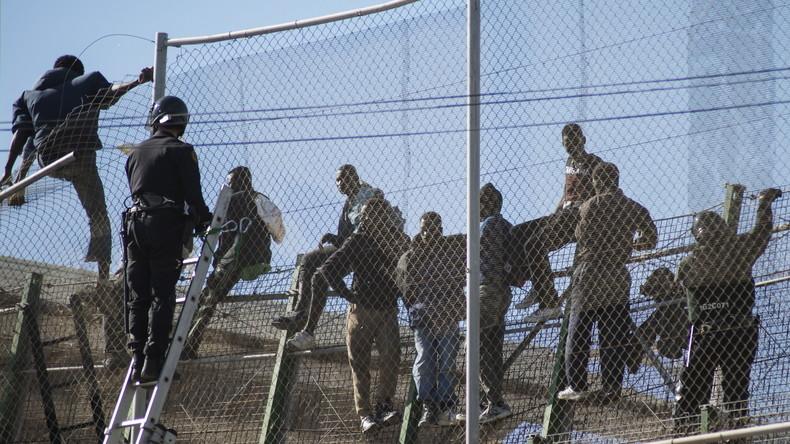Nach Massenansturm: Spanien schickt 55 Migranten nach Marokko zurück