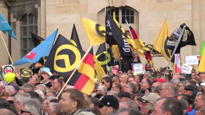 Eindrücke vom Pegida-Geburtstag in Dresden: Dreimal so viele Gegendemonstranten