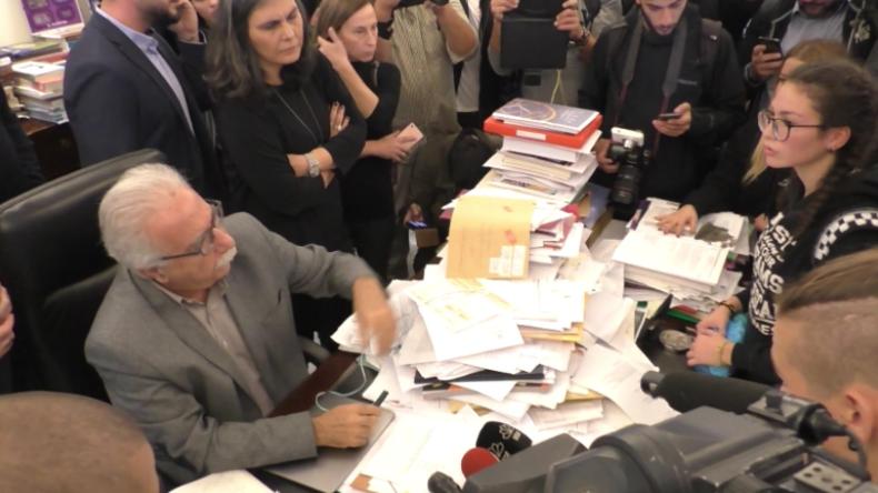 Griechenland: Protestler stürmen Bildungsministerium und konfrontieren Bildungsminister