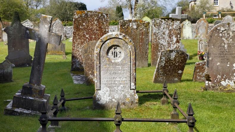 Familie entdeckt, dass ihre Oma 14 Jahre lang in falschem Grab liegt
