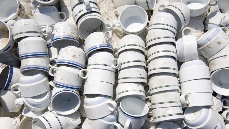 US Air Force gibt über 300.000 Dollar für neue Kaffeetassen aus, anstatt sie selbst zu reparieren