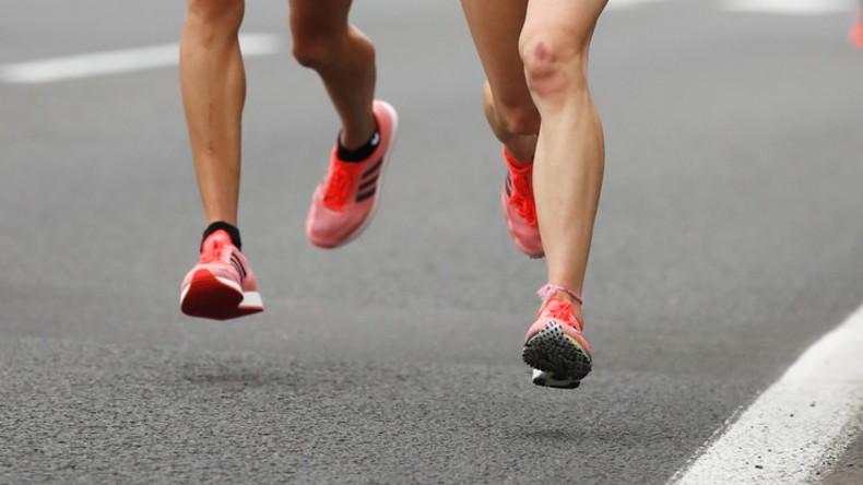 Beinbruch bei Staffellauf - Athletin kriecht trotzdem ins Ziel