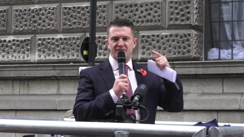 """Robinson vor Gerichtsgebäude: """"Britische Gesellschaft ist bereit zur Revolution gegen Volksfeinde"""""""