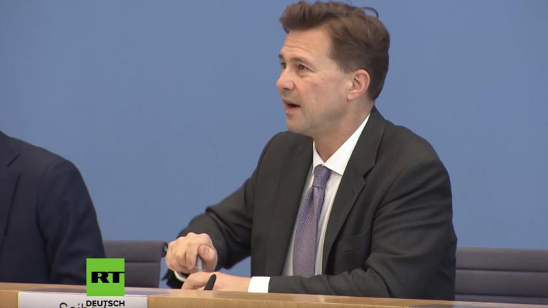 Bundespressekonferenz zu Diesel-Fahrverboten: Zwischen Medienschelte und Einknicken vor Autobauern