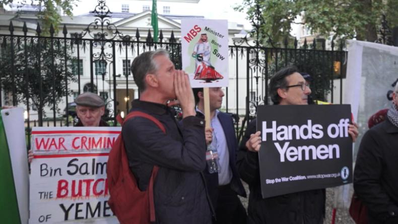 London: Wegen Journalistenmord und Kriegsverbrechen – Dutzende protestieren vor saudischer Botschaft
