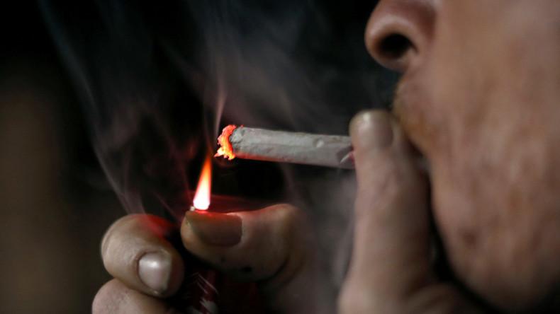 """Gebt uns eure Kippen"": Französische Supermarktkette will Zigarettenkippen recyceln"