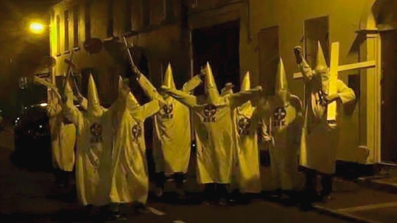 Menschen in Ku-Klux-Klan-Kleidung nahe Islamischen Zentrums in Nordirland lösen Ermittlung aus