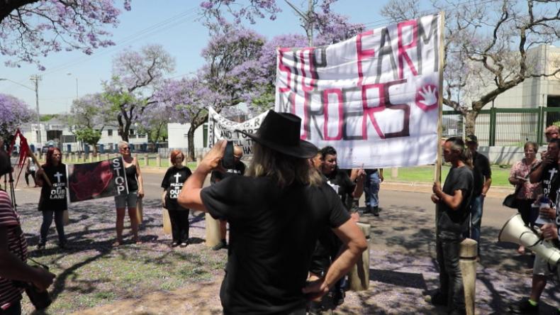 """""""Trump, wir brauchen deine Hilfe"""" - Farmer in Südafrika protestieren gegen Farmer-Morde"""