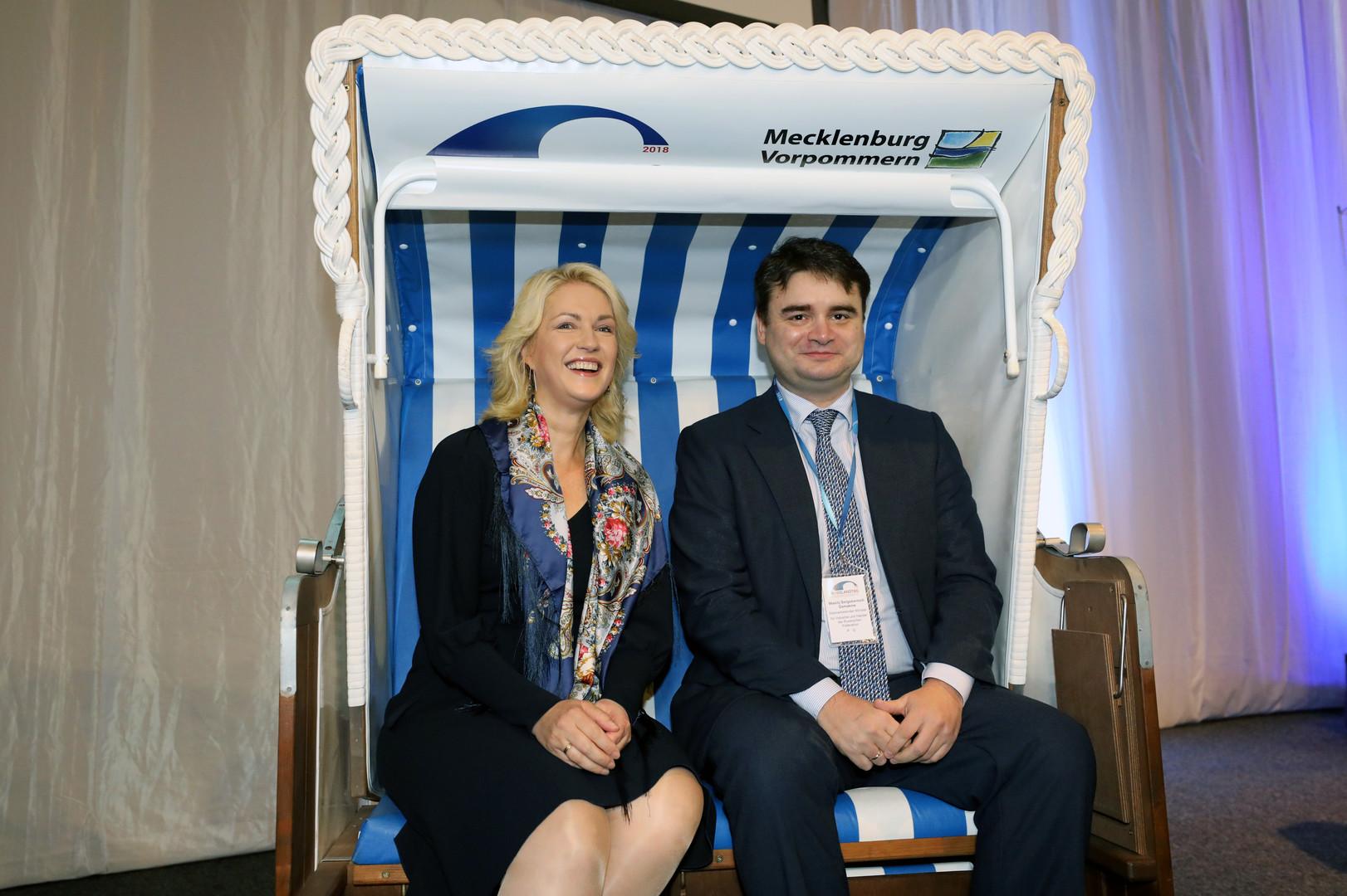 Ministerpräsidentin Manuela Schwesig mit dem stellvertretenden Minister für Industrie und Handel der Russischen Föderation Wasilij Osmakow