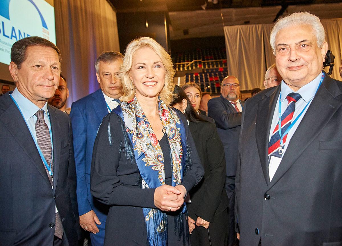 Ministerpräsidentin Manuela Schwesig mit dem Vizepräsidenten der Duma Aleksander Schukow, Gouverneur Aleksander Drosdenko sowie Botschafter Sergej Netschajew
