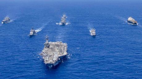 Kriegsschiffe der US Navy während der Übung